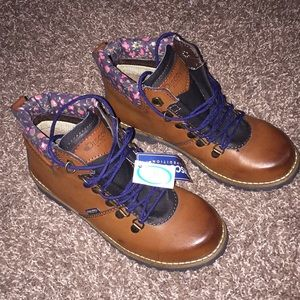 Nwt!! Sale! Discovery expedition brown boots.